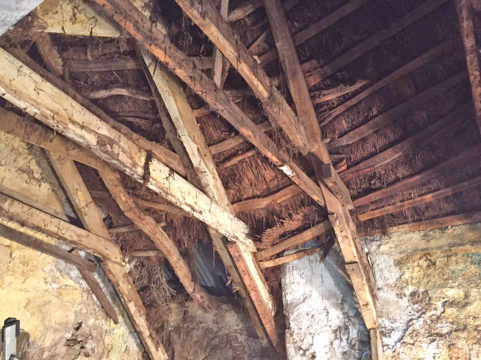 Photo showing thatch from inside the roof